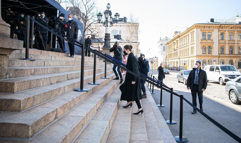 Pääministeri Sanna Marin Säätytalon portailla hallituksen puoliväliriihessä 29.4.2021. Kuva: © Lauri Heikkinen | valtioneuvoston kanslia